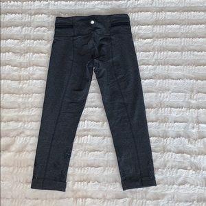 lululemon athletica Pants & Jumpsuits - Lululemon Acro crop size 4